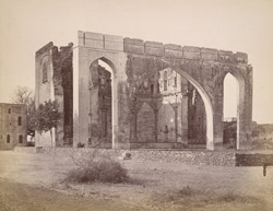 Close of the main façade of the Gagan Mahal, Bijapur, showing the great arch 10031804